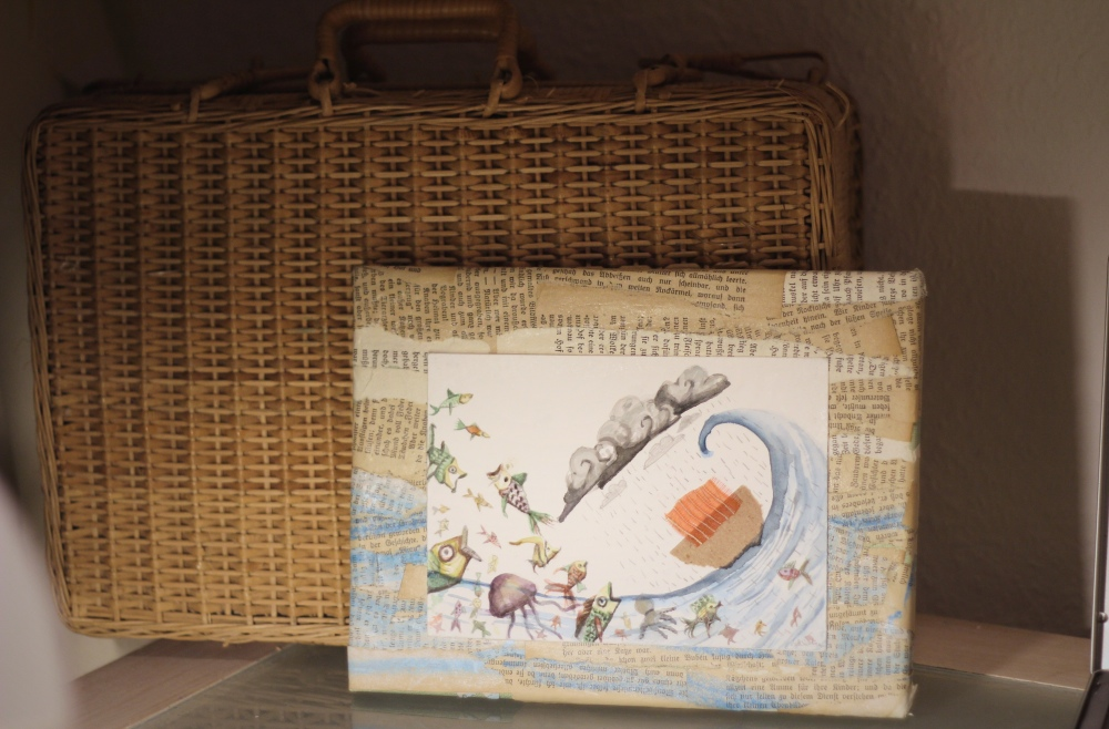 valentina_deluca_illustrator_painting_suitcase_fotor
